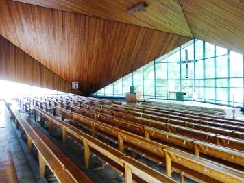 Kirche_am_Lietzensee_innen_Schrägansicht